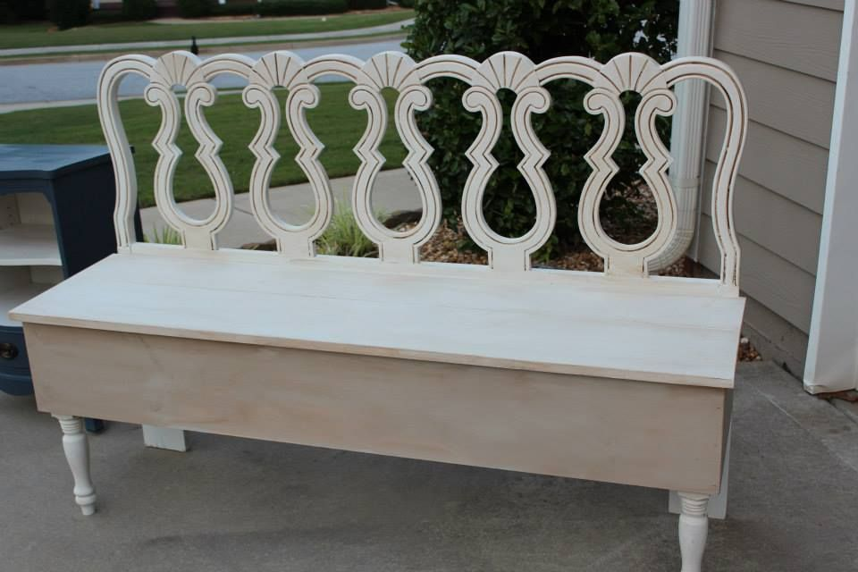 Pretty headboard repurposed to a functional bench. This is great in an entry way or at a big dining table.