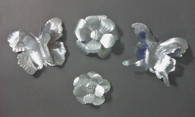 Flores Y Mariposas Hechas De Lata De Bebida Reciclando Creandoconalba Latas De Aluminio Reciclar Latas De Cerveza Como Hacer Mariposas