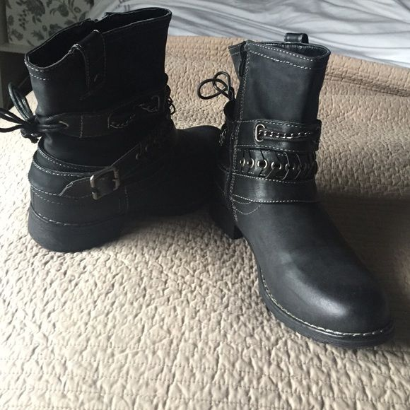 Black ankle boots- 8 Black ankle boots/ moto boots. Size 8. Super cute and kinda funky. Bought a a local boutique. Shoes Ankle Boots & Booties