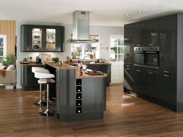 Dise o de cocina isla sillas barra negra suelo moderna for Sillas modernas para cocina