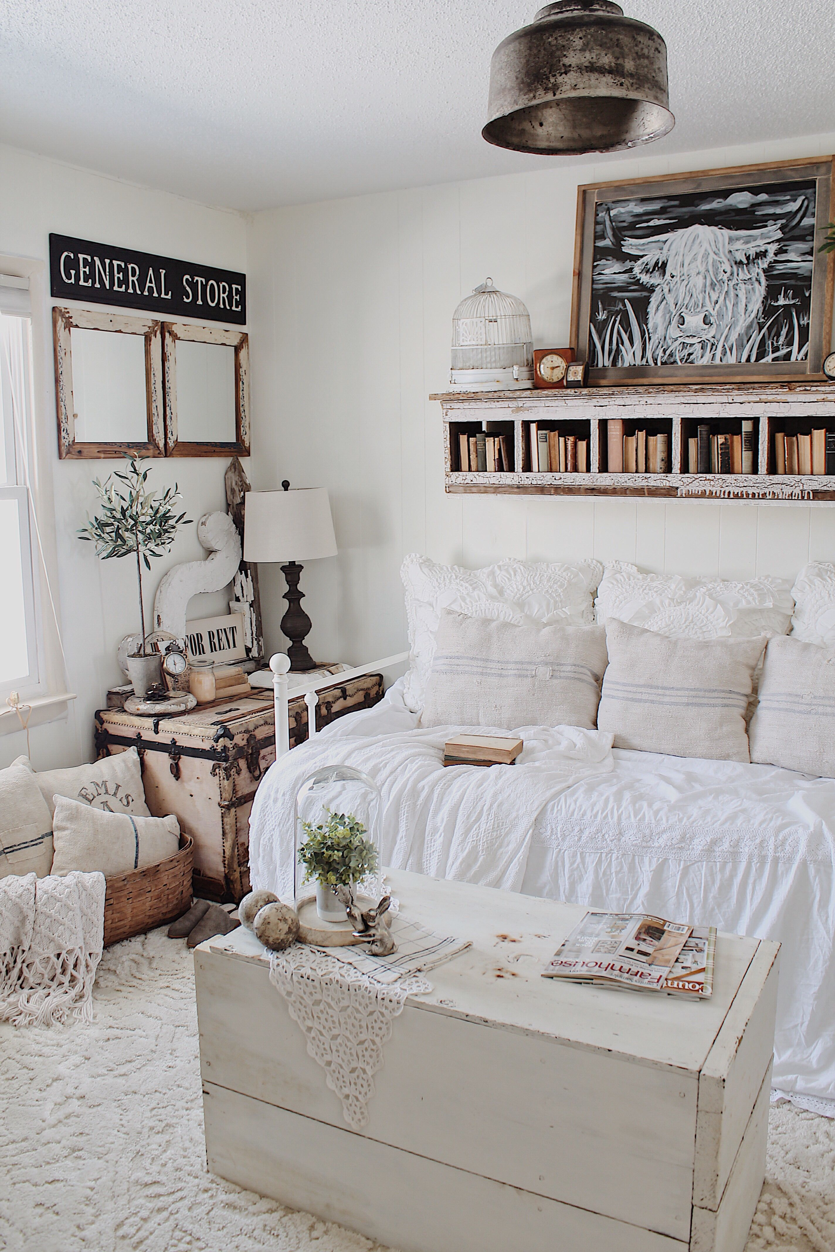 Guest Bedroom Cozy Farmhouse Daybed Guest bedroom decor