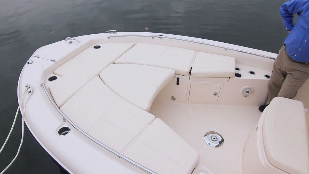 Grady-White 251 CE: With the table inserted between the bow seats, a