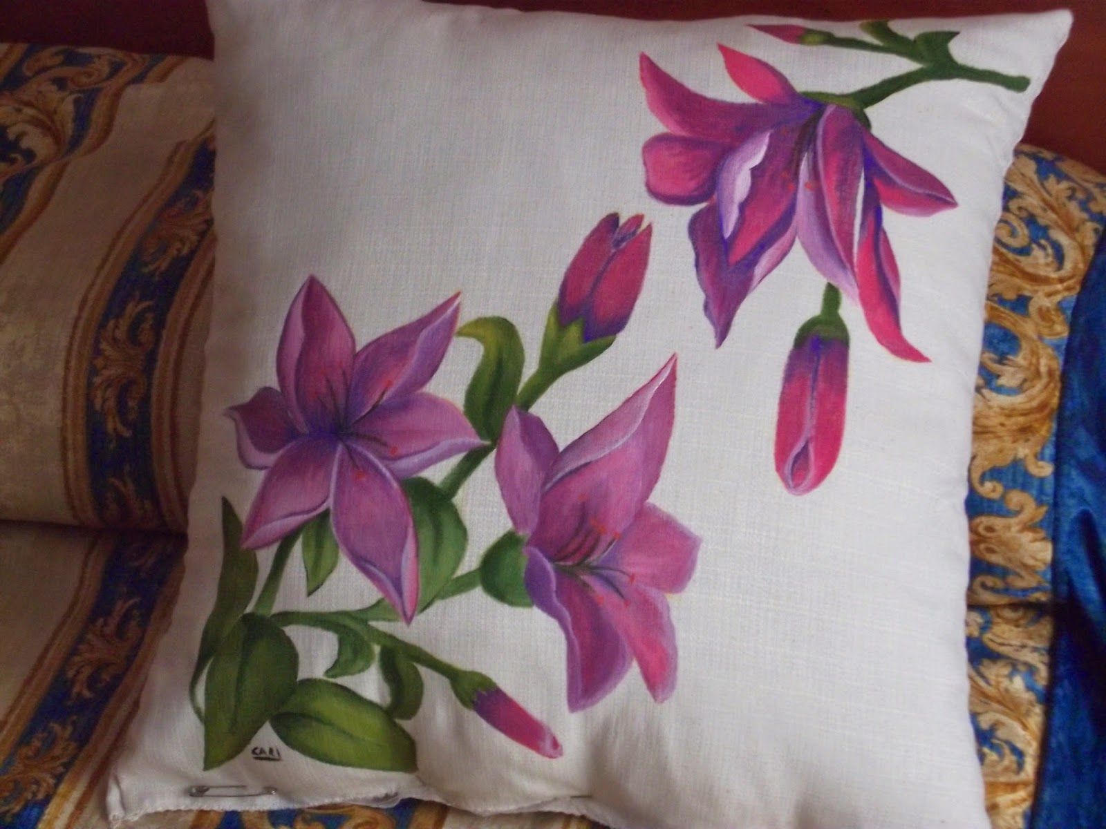 Cosas de cari cojin de flores lilas pintado sobre tela - Cojines pintados en tela ...