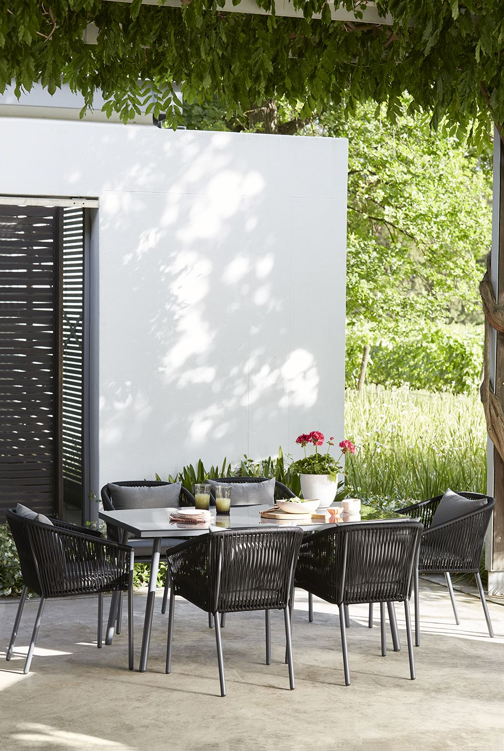 This six seater matara dining set combines powder coated steel frames with knitted textiline