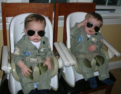 Goose and Maverick from \u201cTop Gun\u201d Community Post 13 Insanely - twin boy halloween costume ideas