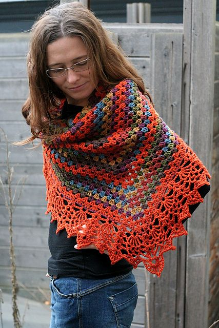 Ongekend mooi een halve granny sjaal met zo'n super mooie brede rand YG-75