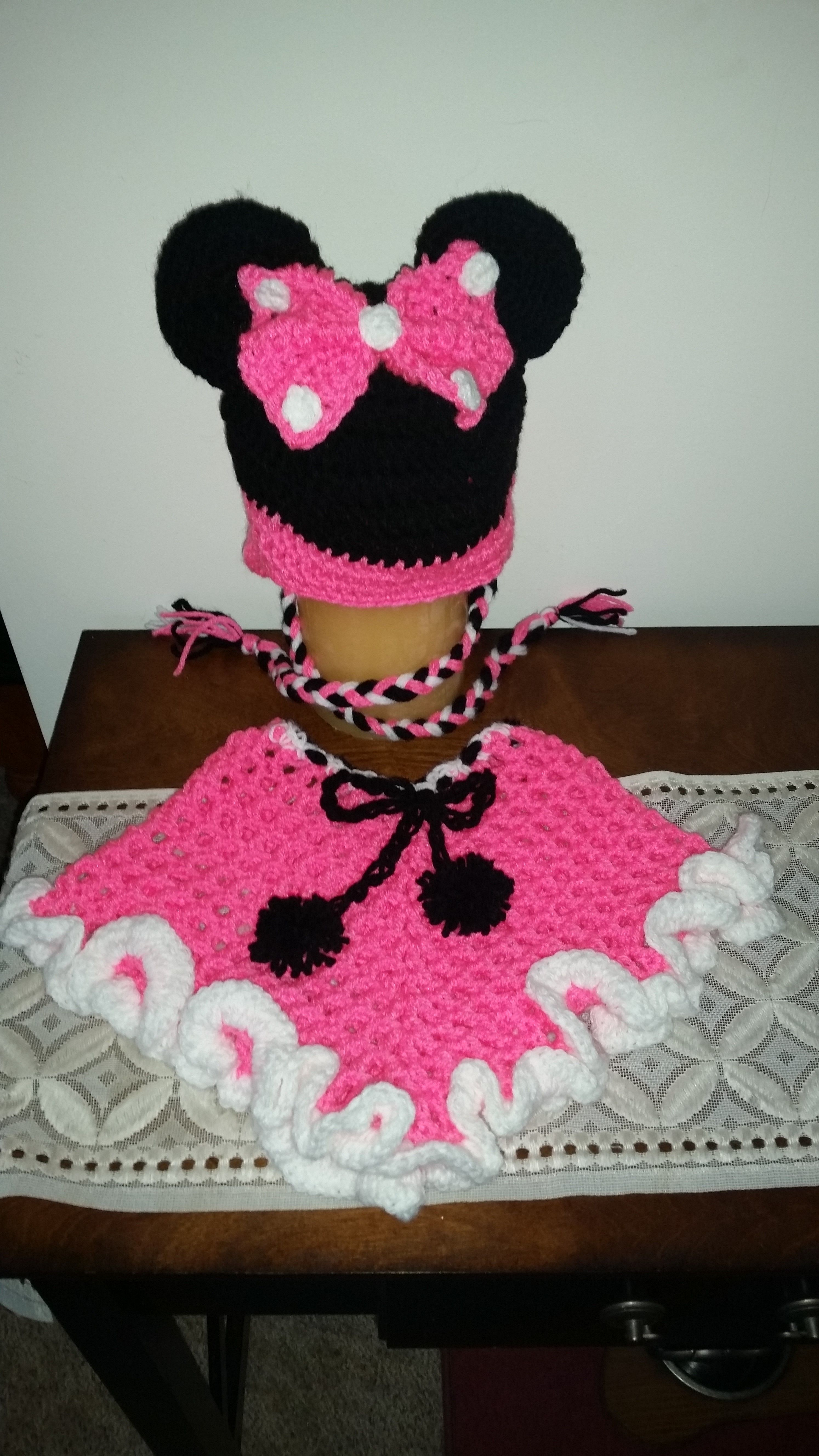 minnie mouse hat with matching crochet poncho. https://www.facebook ...
