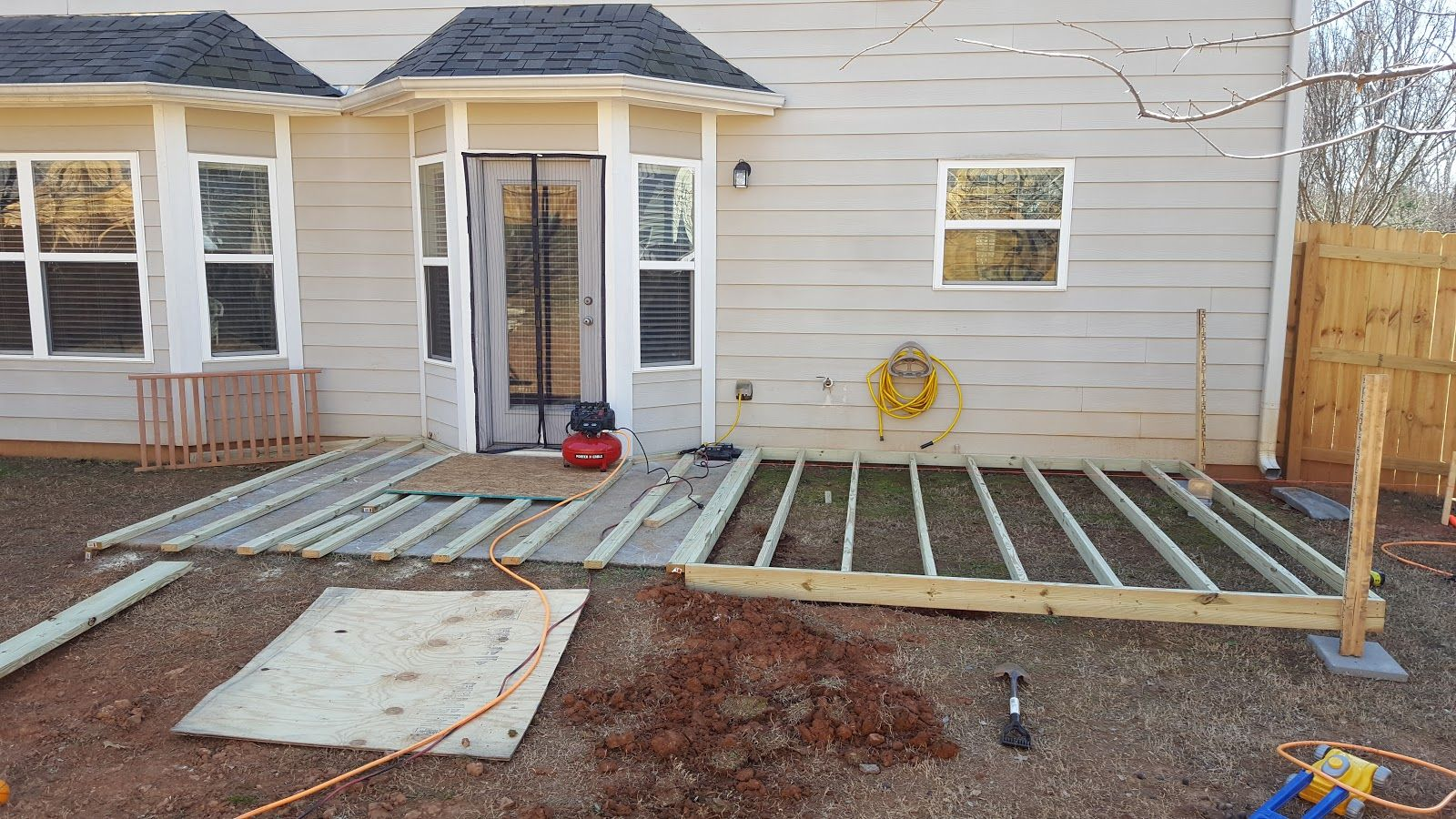 Diy Floating Ground Level Deck Ground Level Deck How To Level