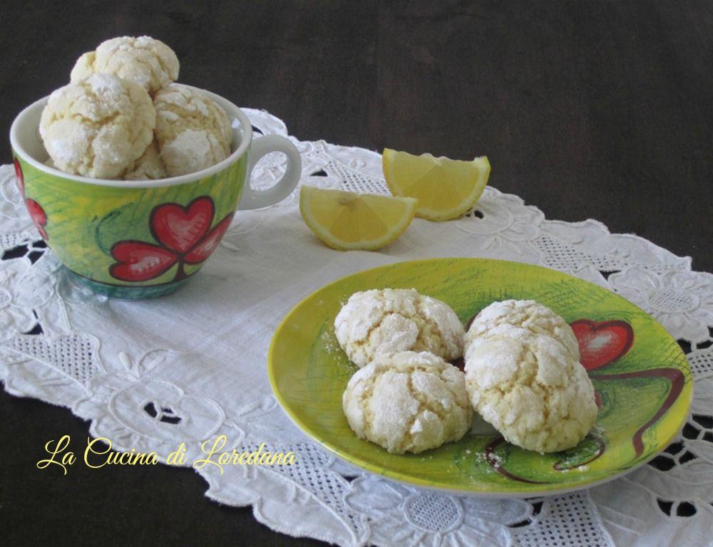 Semplici, profumati e buonissimi i Biscotti morbidi al limone, una delizia che si scioglie in bocca e vi conquista subito il cuore
