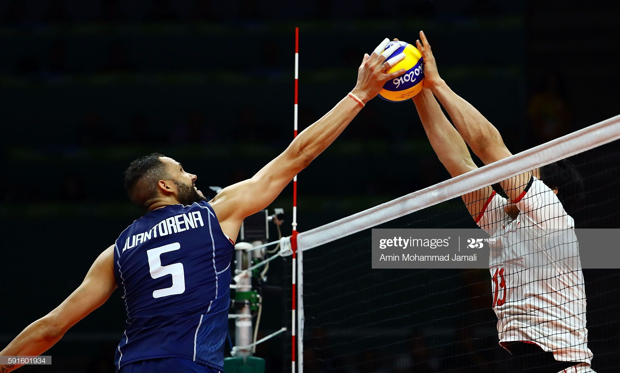 Osmany Juantorena Of Italy In Action Against Iran During The Men S In 2020 Rio Olympics 2016 Olympics 2016 Olympic Games
