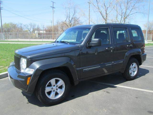 used 2010 jeep liberty for sale in cleveland oh 44102 arj 39 s auto sales 4da queene. Black Bedroom Furniture Sets. Home Design Ideas