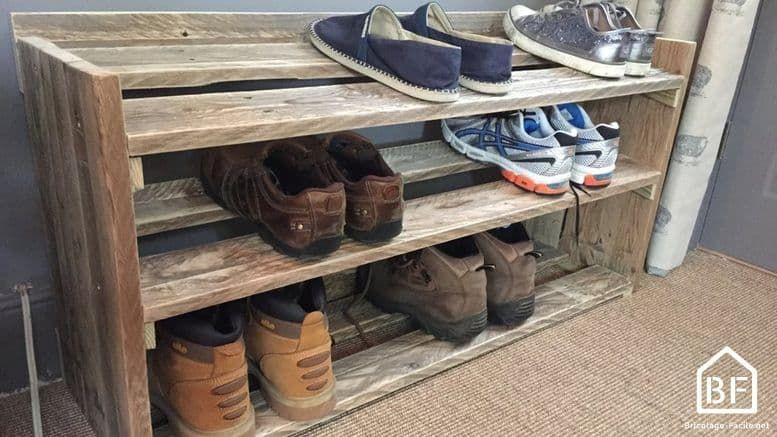 Fabriquer Un Meuble A Chaussures En Palette En 2020 Meuble Chaussures Palette Meuble Chaussure Rangement A Chaussures En Bois