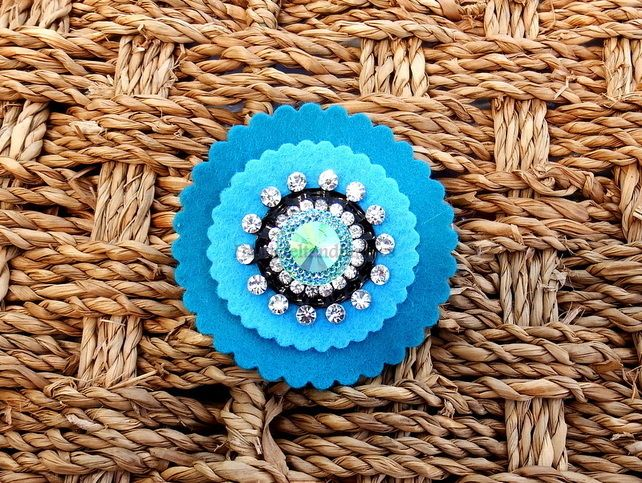 Round Blue felt and Diamontie Brooch. £3.00