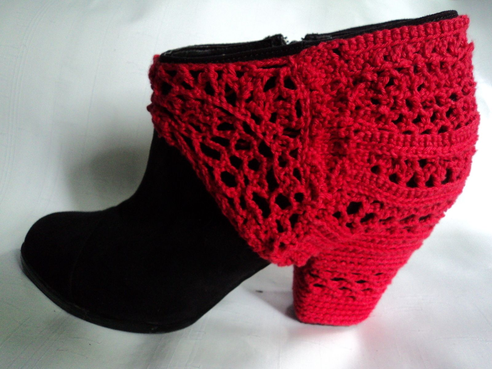 Crochet Heel Sock... I'm not sure why but interesting all the same.