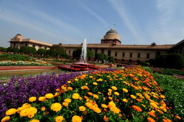 Day 8 Mughal Garden Mughal Garden Merupakan Salah Satu Taman Bunga Yang Add Di Delhi Terdapat Bermacam Macam Bunga Bunga Warna Warni Y Mughal Taj Mahal Outdoor