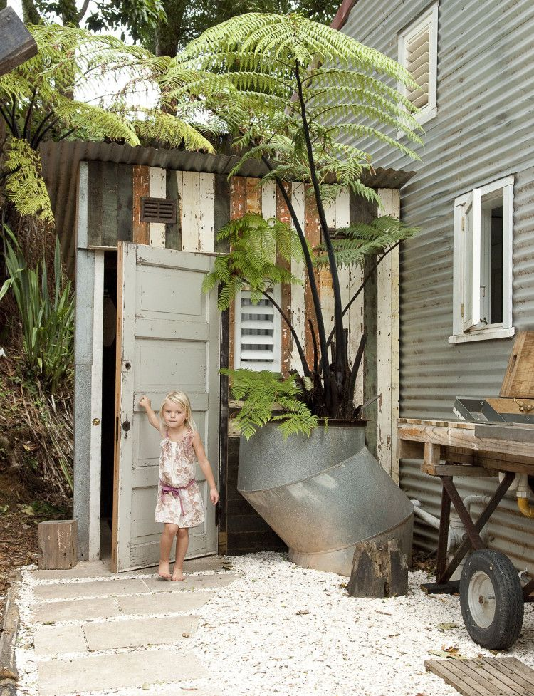 A Waiheke workshop becomes an unlikely family home - Homes To Love