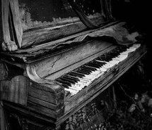 Inspiring picture black and white, creepy, piano, old, tumblr. Resolution: 400x401. Find the picture to your taste!