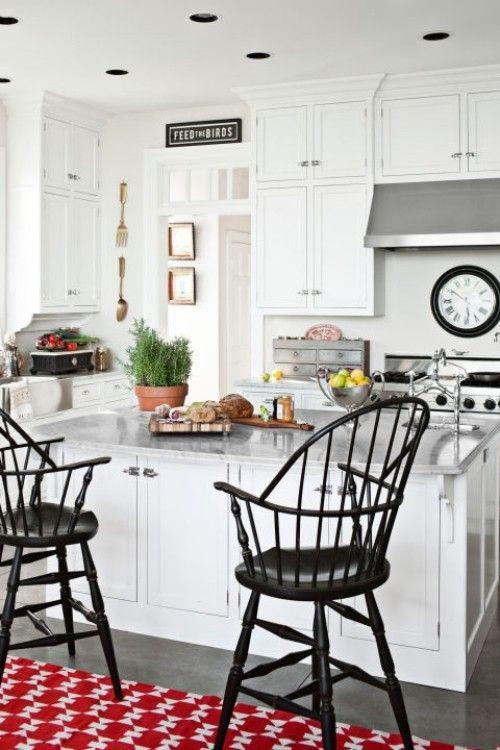 küche mit kochinsel roter teppich weiße küchenmöbel Küche Möbel - teppiche für die küche