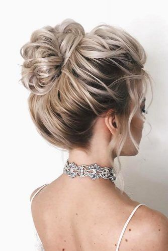 Hair Bun For Short Hair: Updo And Half-Up Ideas You Should Try Right Now ★    Source by kristinajenn