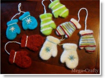 DIY Use Cookie Cutters to make Needle Felted Ornaments #feltedwoolcrafts