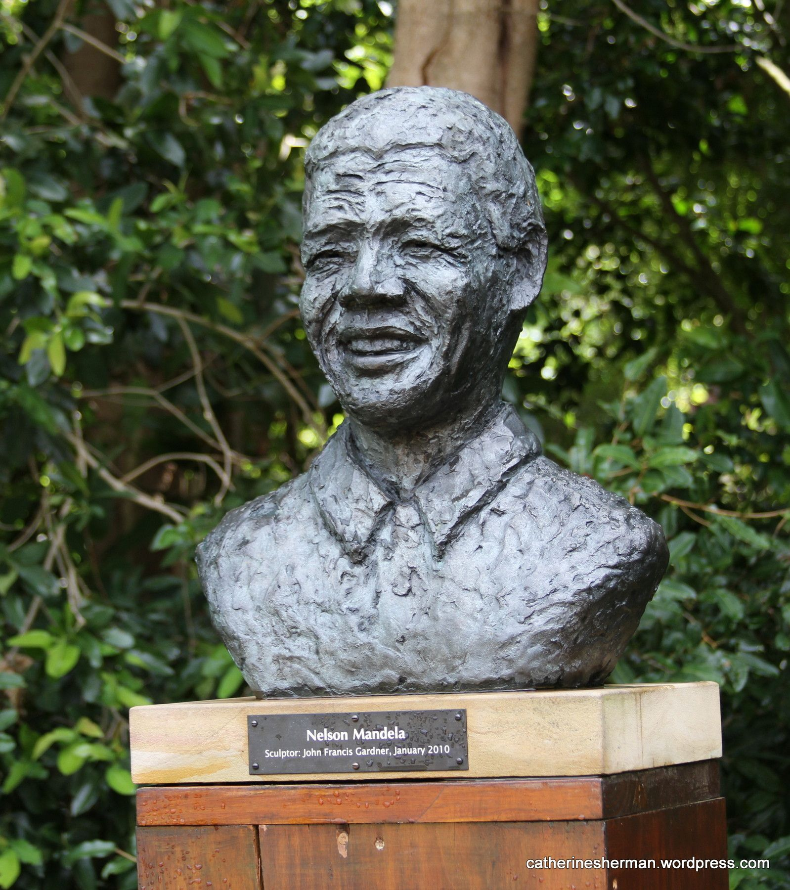 photos of famous sculptures | This sculpture of Nelson Mandela is in Kirstenbosch National Botanical ...