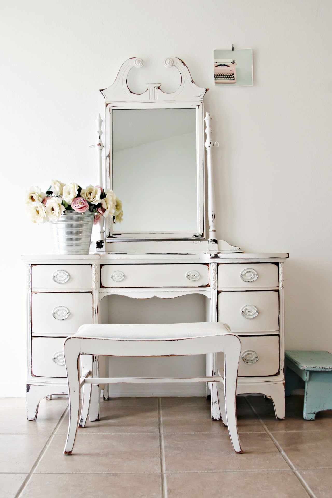 Shabby Chic Furniture – Well Aged And Well Loved