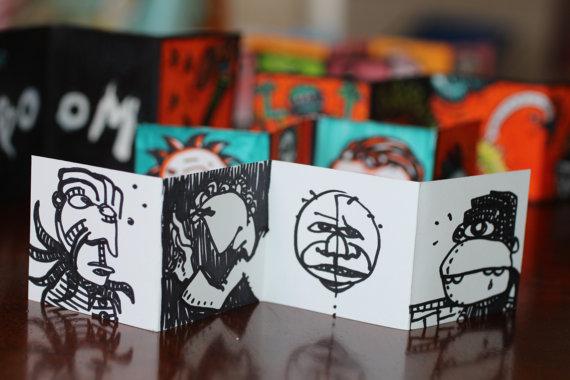 Schöne Farbstoff-Print Joker Akkordeon ArtZine. 1,75 H x8.5L auf mattes…