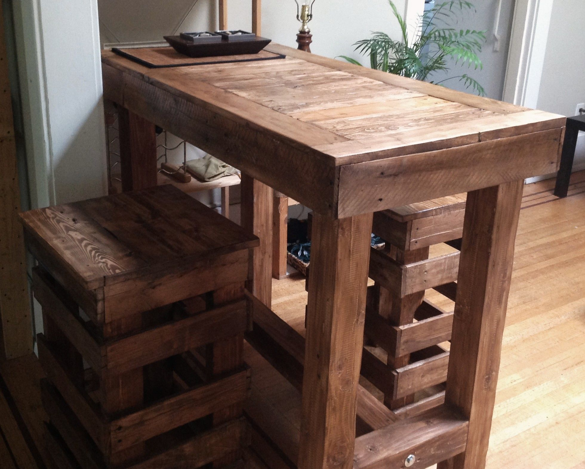 Selbstgebaute Bar Pallet Stool | Bar Table, Wood Bar Table, Wood Coffee Table Rustic