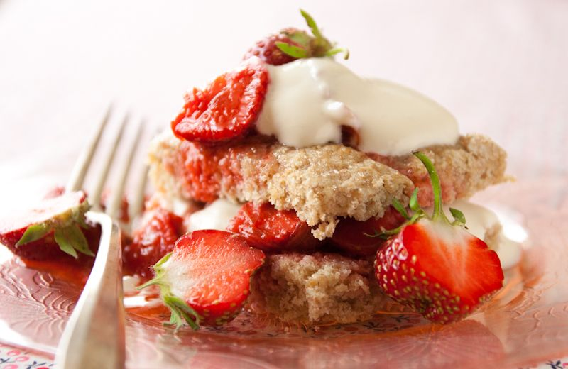 Blog post at Healthy Seasonal Recipes : These make-ahead Strawberry Rhubarb Shortcakes are a healthier twist on the classic recipe. This is the perfect (whole-grain) summer dessert[..]