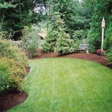 7 Easy Budget Friendly Backyard Makeovers Small Backyard 400 x 300