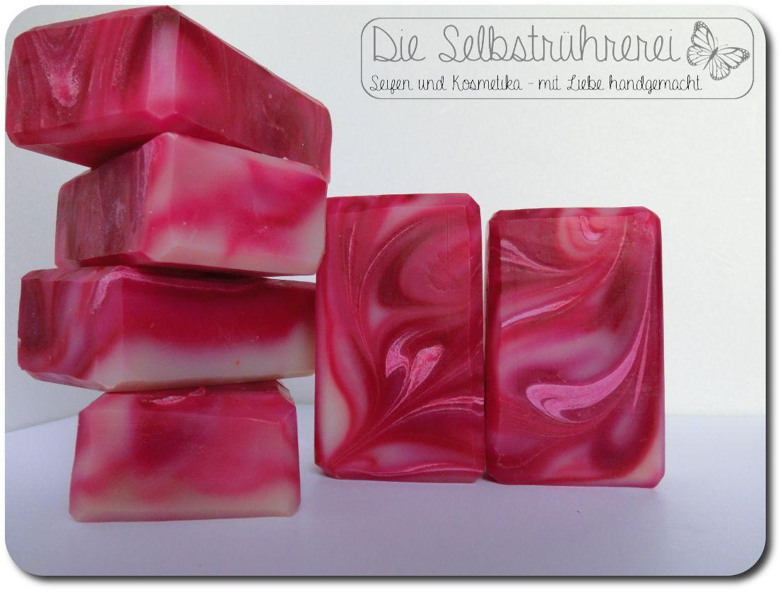 Strawberry Fields Soap Erdbeerfelder - Diviseife Link zum Artikel Neulich hatte ich Lust auf etwas Süßes, etwas Pinkrotes und Fruchtiges! Was liegt da näher wenn...