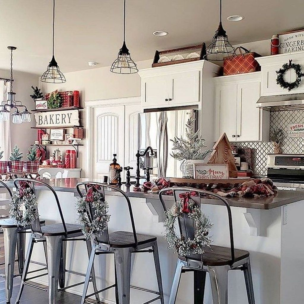 44 stunning winter theme kitchen decorating ideas farmhouse christmas kitchen christmas on kitchen xmas decor id=86607