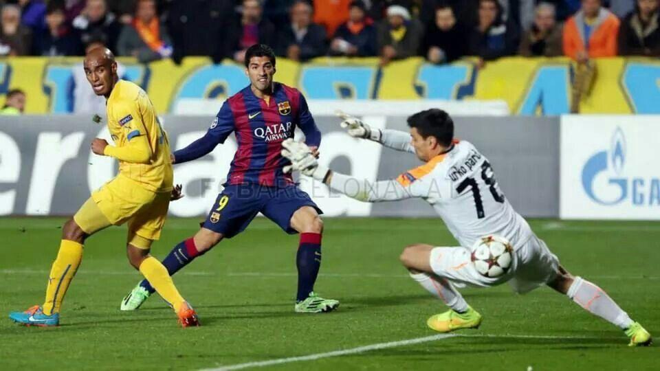 1er gol oficial de #LuisSuarez