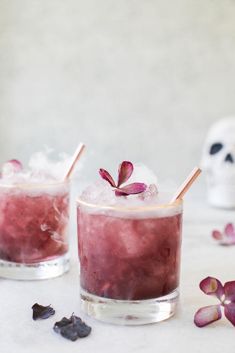 Purple Gin And Tonics A Spooky Halloween Cocktail Sugar And Charm Rezept Gin Und Tonic Lebensmittel Lebensmittel Essen