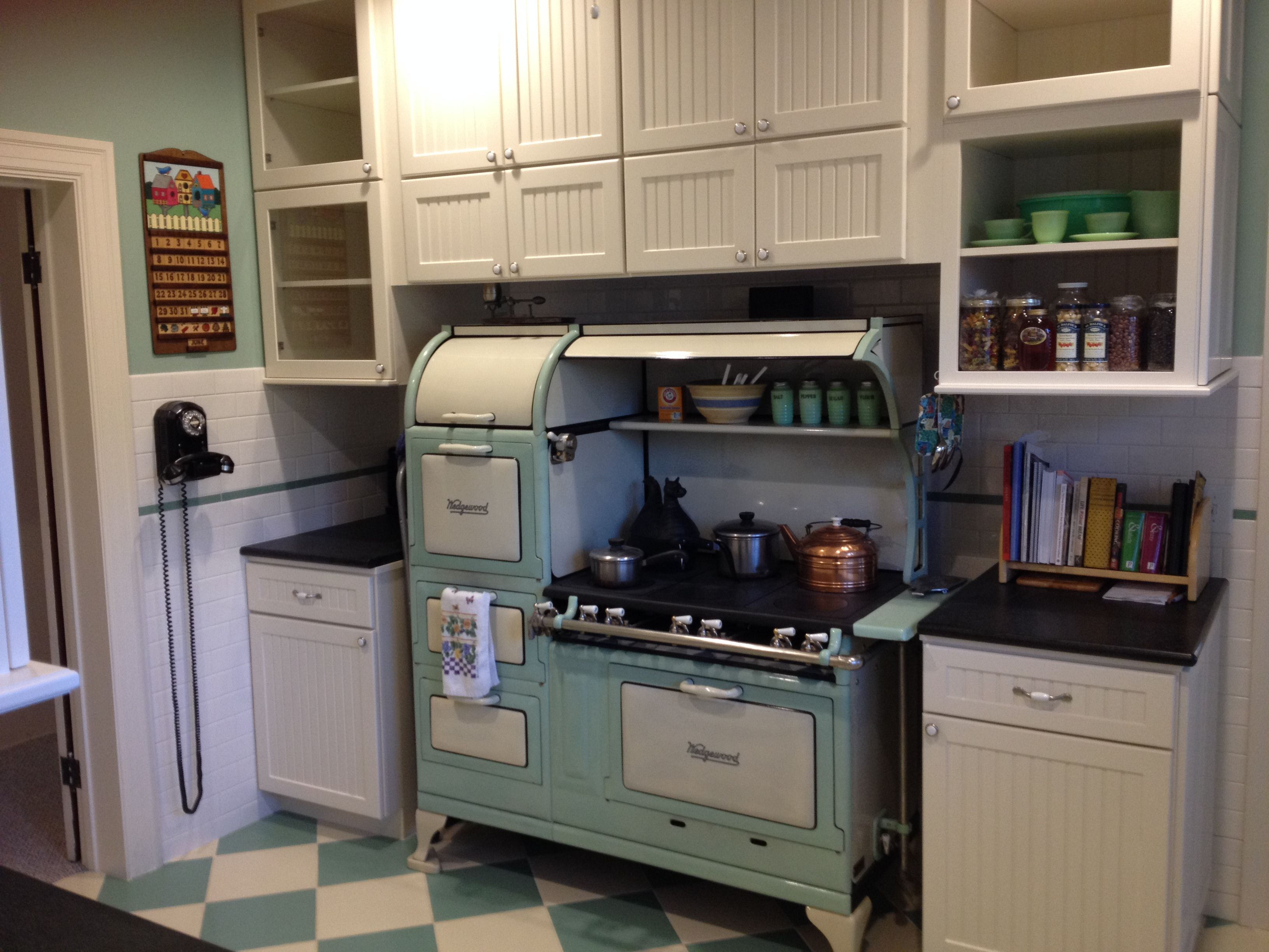 The Mid 1920 S Wedgewood Stove Is Built To Last And Easy To Use But Puts Out A Lot Of Heat A Modern Hood And Vent Concealed In The Upper Cabinets Keep T
