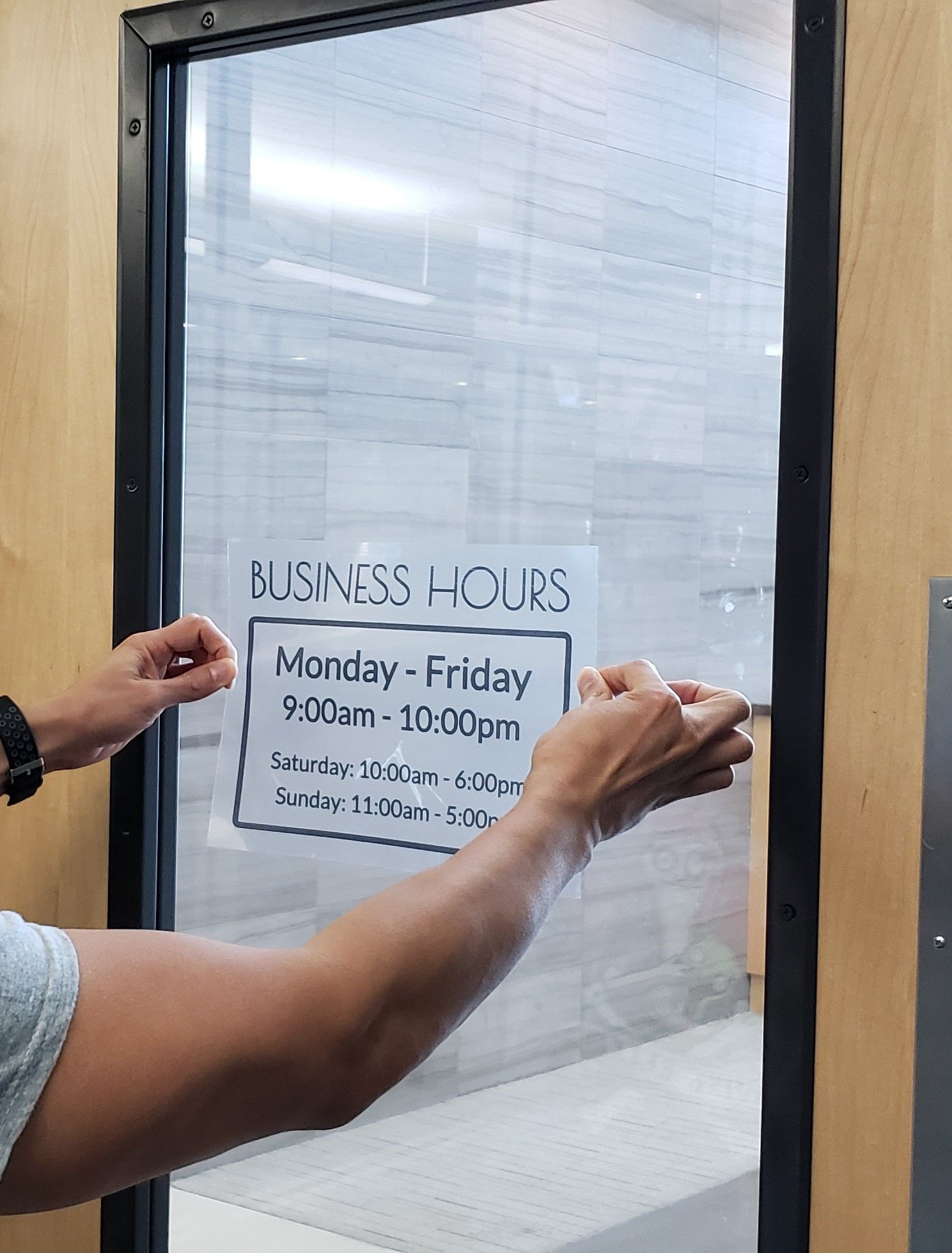 Print Your Own Store Window Signs So Customers Know Your Hours Of Operation Works With Clear Labels Or Colored One Store Hours Sign Business Hours Sign Labels