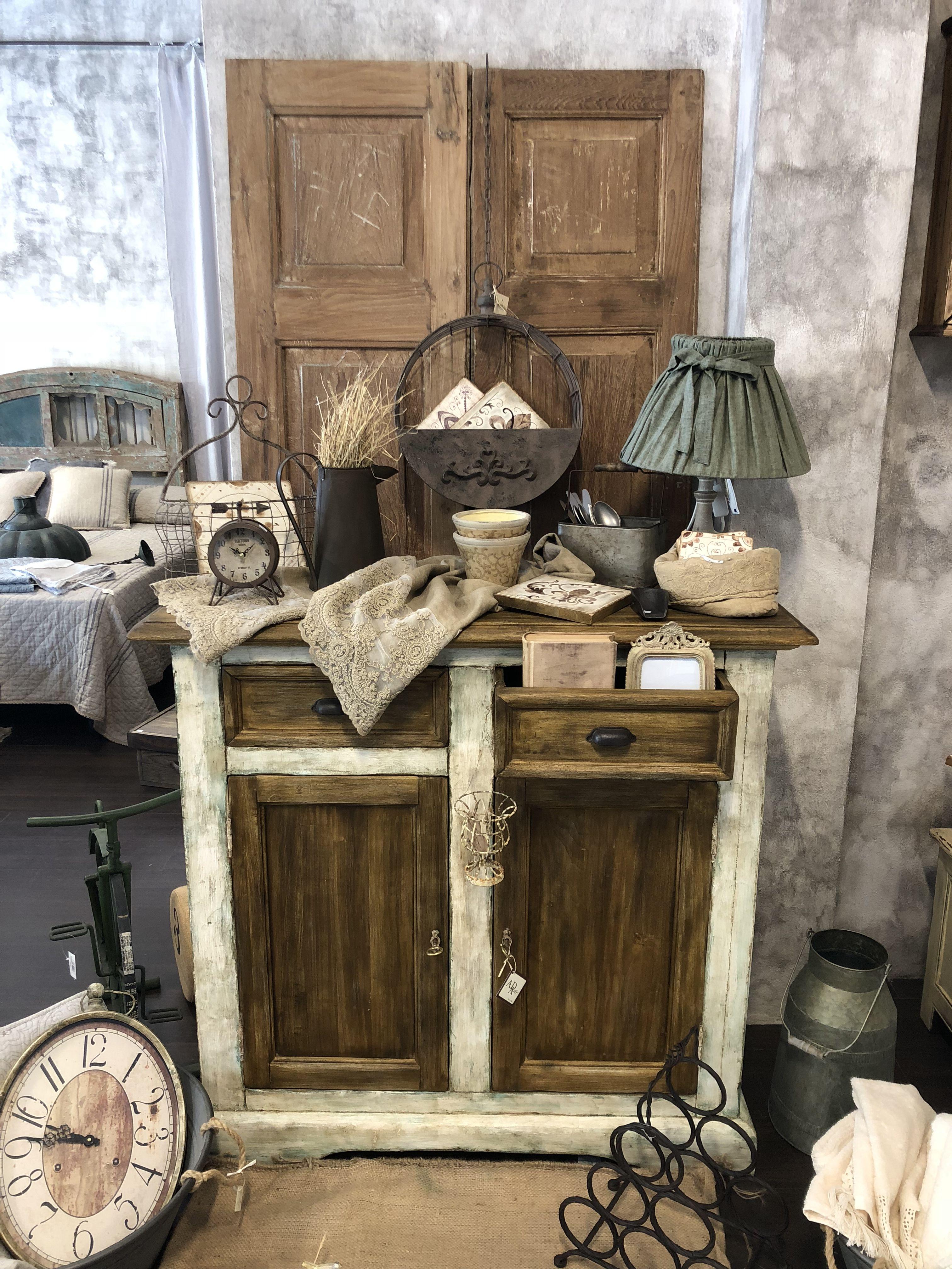 Credenza in legno massello realizzata in Italia. Finitura anticata ...
