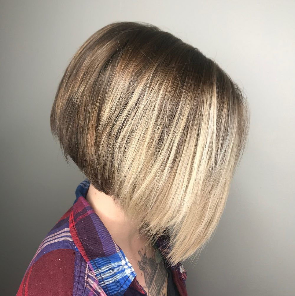 28 Flattering Short Hairstyles For Round Face Shapes In 2021 Short Hair Styles For Round Faces Hairstyles For Round Faces Thick Hair Styles