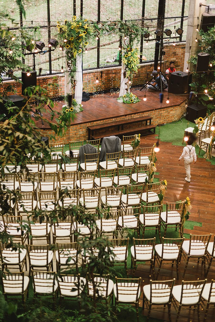 Wesley And Sophia S Sunflower Filled Wedding At Glasshouse At