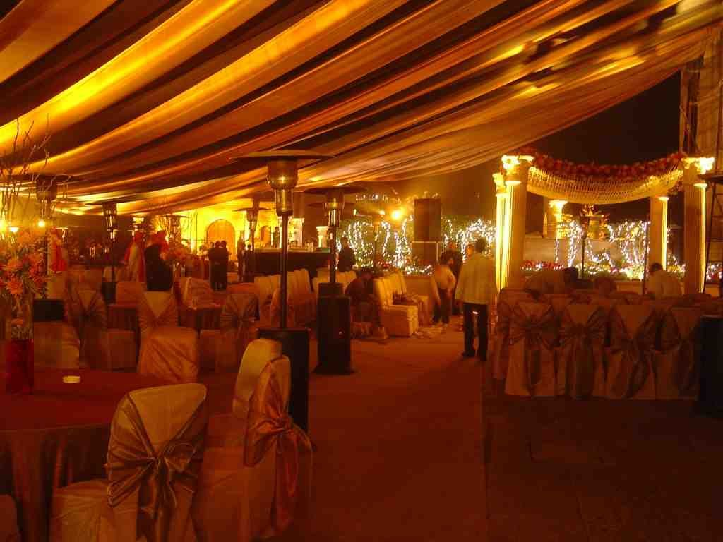 roman theme wedding decoration with flowers and lights
