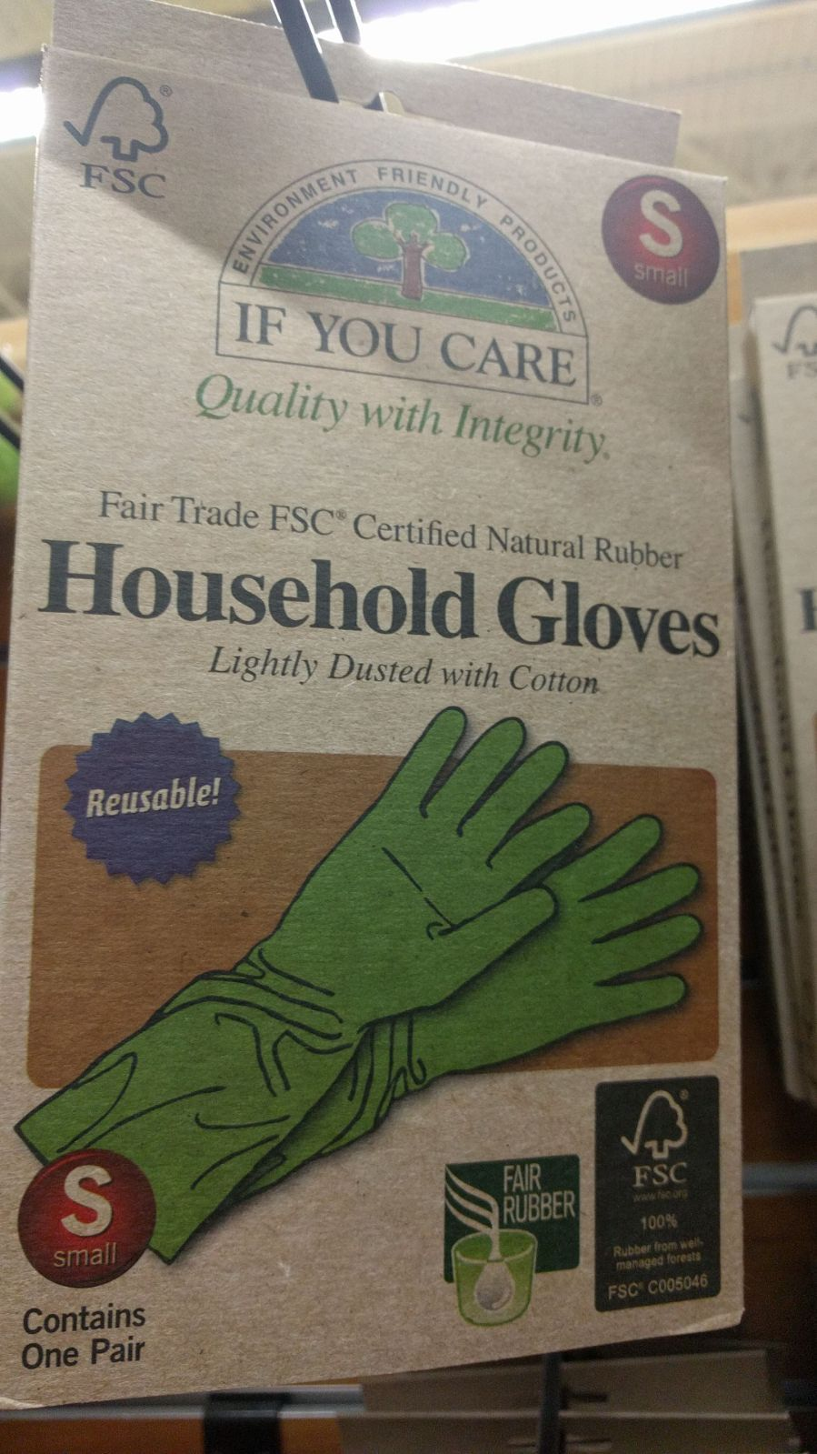 reusable household gloves made from Fair Trade FSC Certified Natural Rubber price: 3,57€/pair of gloves (comparison: Vileda 2,99€/pair of gloves)