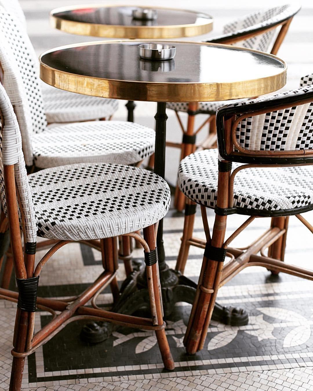Petit café parisien with a friend ☕️❤️ This café is so