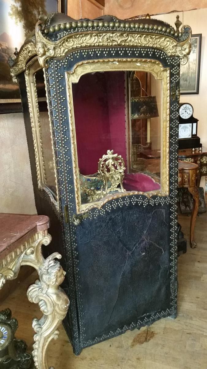 Eighteenth Century Sedan Chair From The Private Collection Of The Richemond Hotel In Geneva Rangement Garage Chaise Decoration