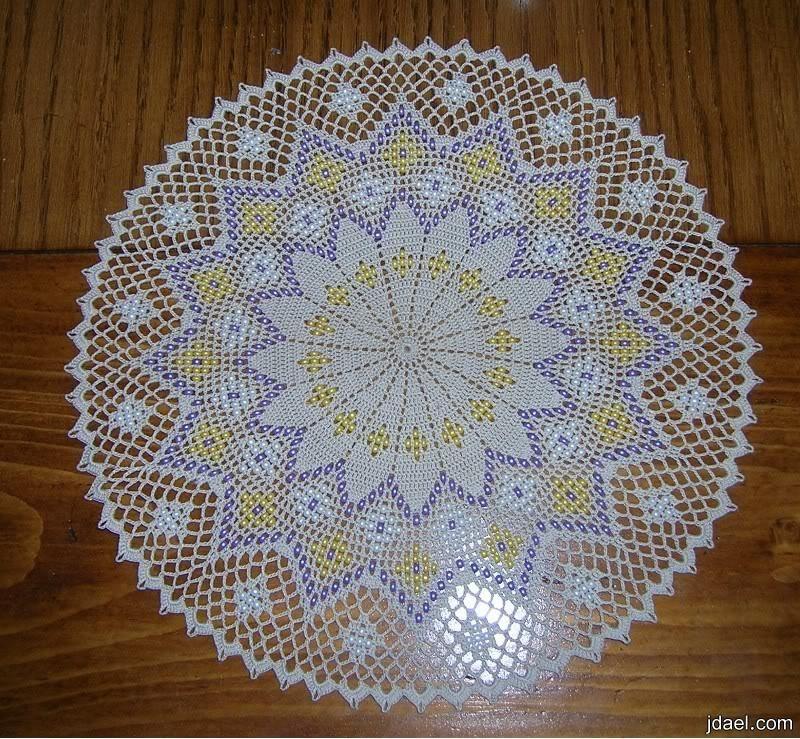 اجمل مفارش من الكروشيه بتطريز الخرزواللؤلؤ بالباترون مفارش كروشيه ملونه منتدى جدايل Crochet Doilies Doily Patterns Crochet Books