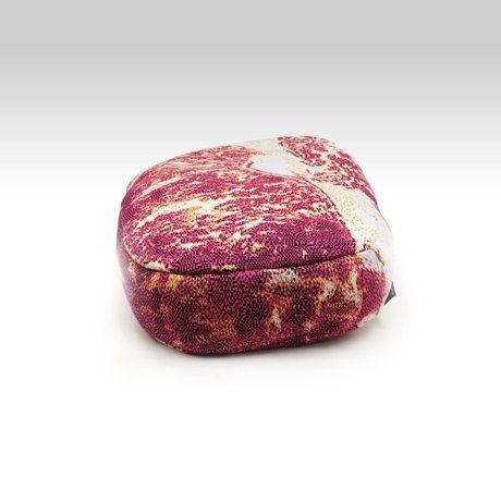 ステーキ肉   ピロー 毎日を楽しむデザイン雑貨   Monoco