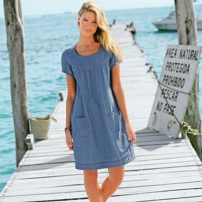 Robe denim léger. Ce qui nous plait dans cette robe : sa forme blouse très décontractée et son denim effet chambray.