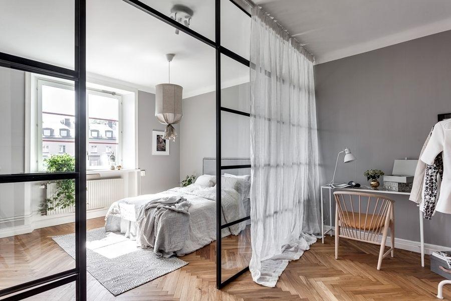 Pared de cristal / Dormitorio con pared de vidrio / Colores soft y un vestidor low cost #hogarhabitissimo