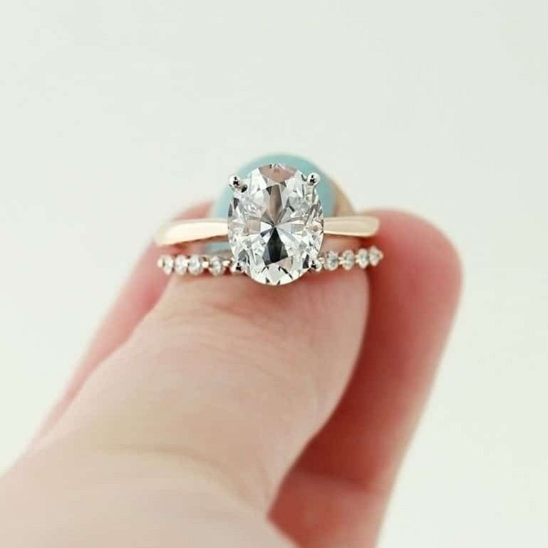 Oval Solitaire Diamond engagement ring
