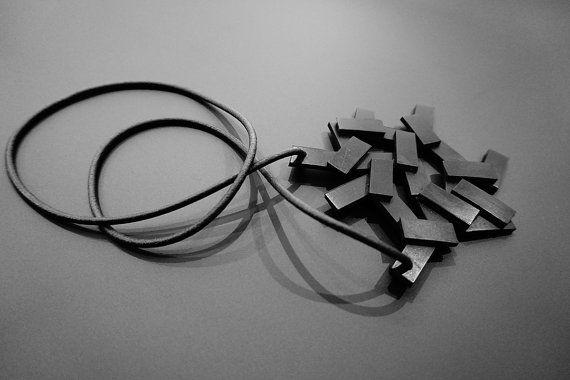 Ontwerpen van ketting zwart beeld handgemaakt rubber door O2jewelry