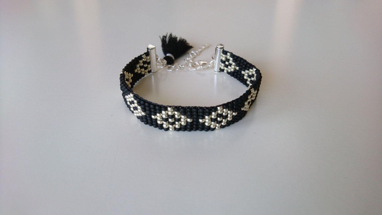 Handgeweven kralenarmbandje/Loom beaded bracelet black silver with black tassel / Bohochic festival bohemian gypsy native inspired bracelet door Suusjabeads op Etsy